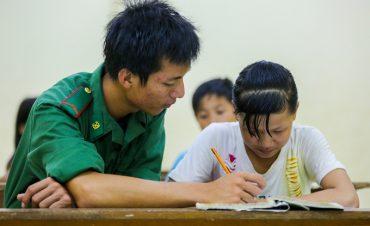 Lớp học của những đứa trẻ lưu lạc xuyên biên giới