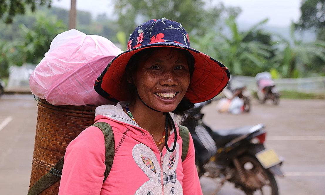 Người Pa Cô, Vân Kiều nhận quà từ Quỹ Hy vọng
